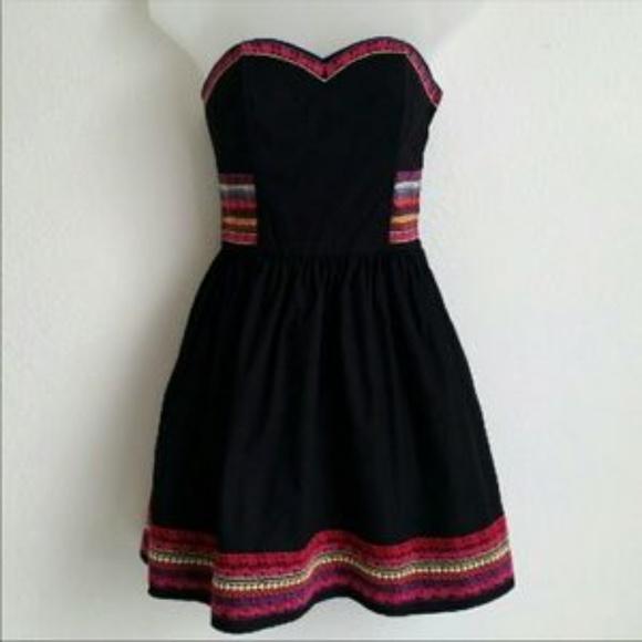 H&M Dresses & Skirts - H & M Black Strapless Embroidered Dress - Size 8